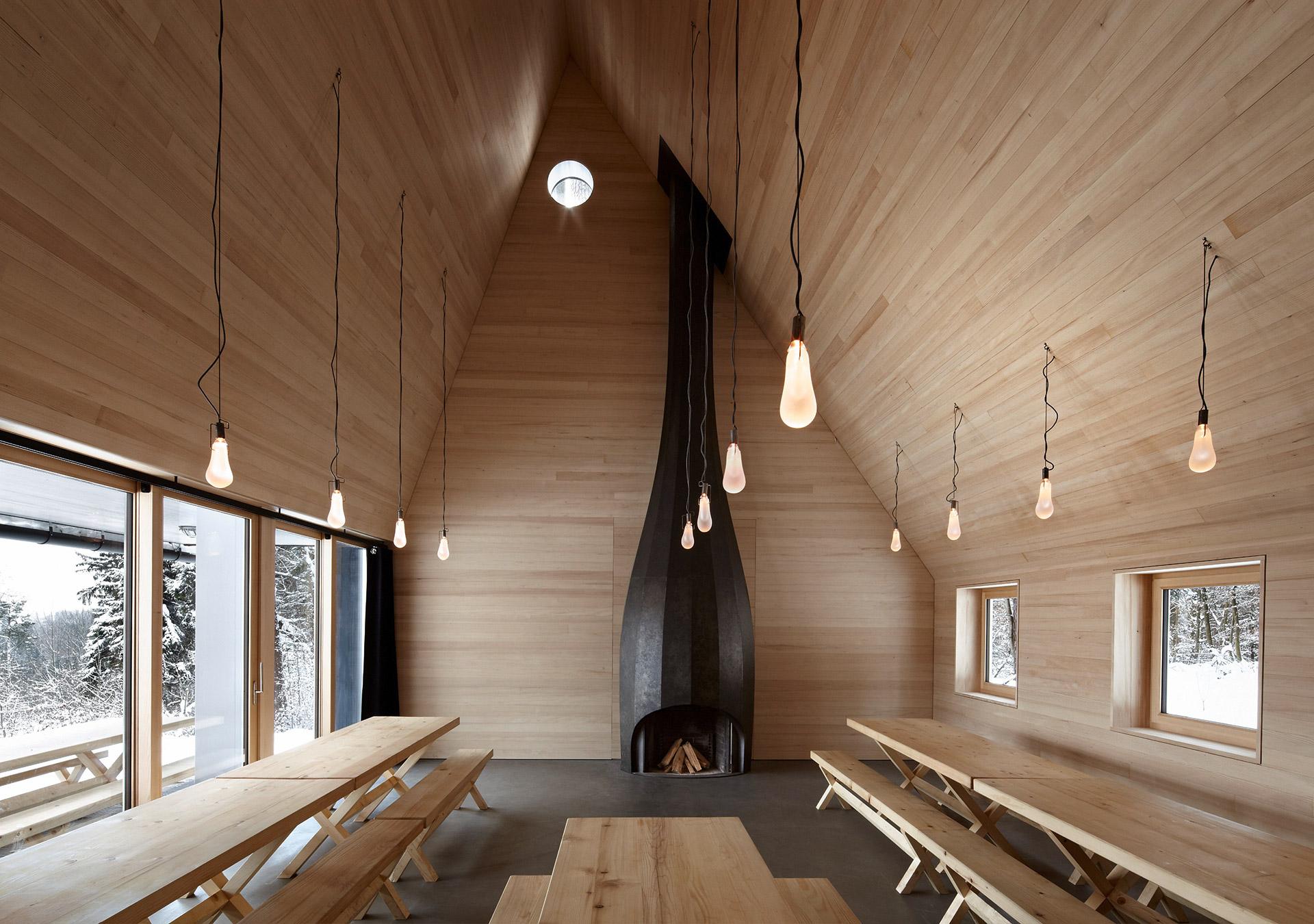 Holzbau innen  schaerholzbau ag | 11.0060 Ein Haus unter Bäumen Forsthütte Chopfholz